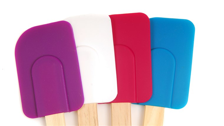 四 rubber and silicone spatulas in different colors