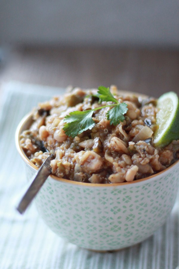 بطيئة طباخ quinoa white chili recipe from Potluck at Oh My Veggies