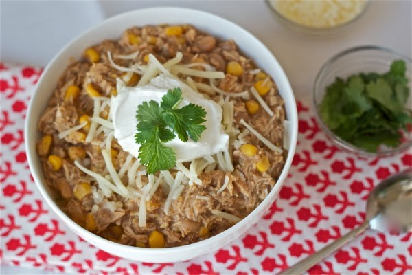 وعاء من الفخار white bean chili with chicken and corn from Yankee Kitchen Ninja
