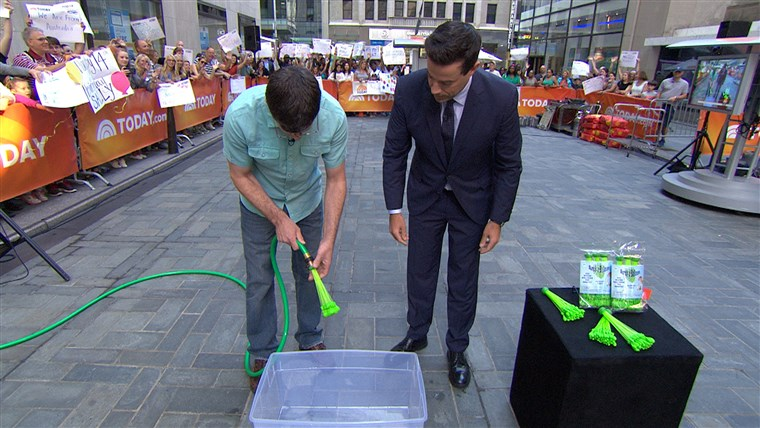 مخترع Josh Malone showed off his Bunch O Balloons invention to Carson Daly that can fill 100 water balloons in less than a minute.