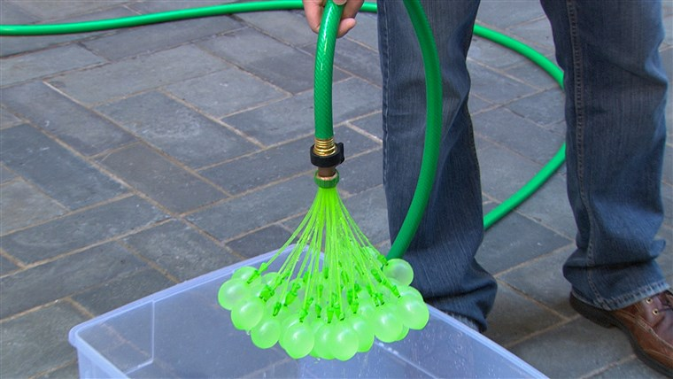 ال Bunch O Balloons invention works with an attachment on a simple garden hose and a bucket of water to catch the filled balloons.