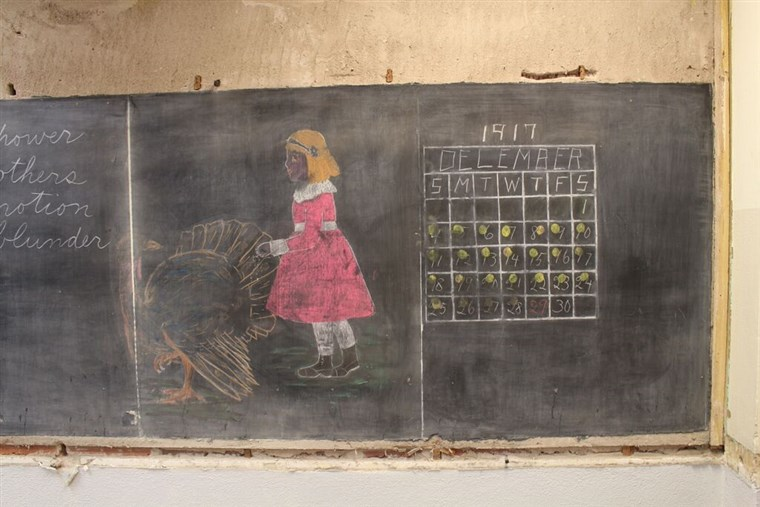 Jeden chalkboard featured a girl with a turkey and a calendar from 1917.