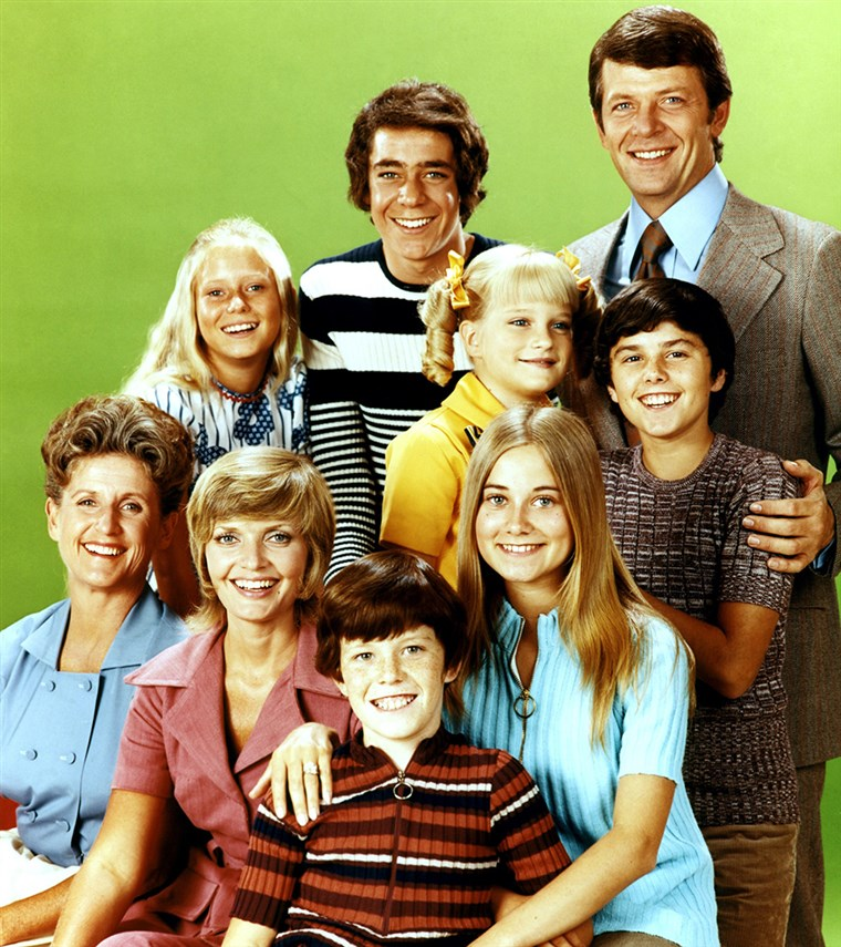 THE BRADY BUNCH, (back): Eve Plumb, Barry Williams, Robert Reed, (middle): Susan Olsen, Christopher