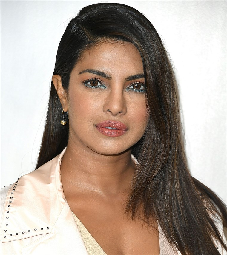 Priyanka Chopra straight hair photo