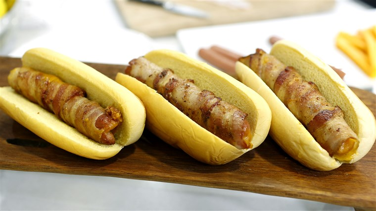 Спирала нарязан hot dogs, braided hot dogs, and cheesy bacon-wrapped hot dogs