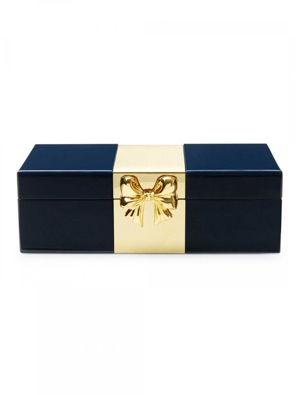 Dies demure bauble box is chic and pretty all at once.