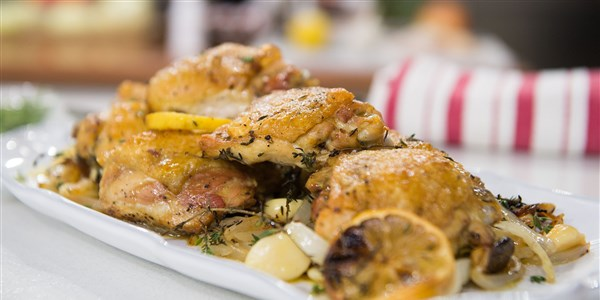 Фурна-Печена Chicken Thighs with Onion and Garlic