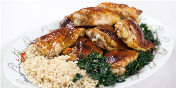 Мед-Hoisin Chicken Thighs with Stir-Fried Kale