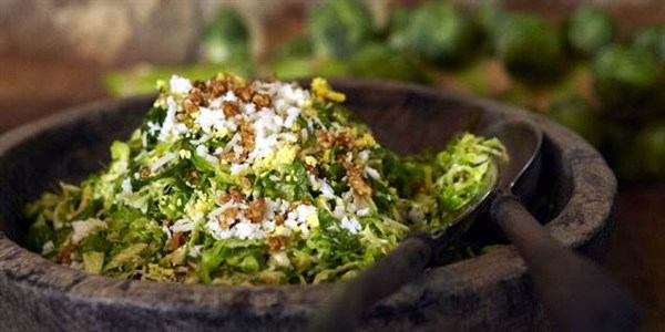 光头 Brussels Sprouts Salad with Marcona Almonds and Pecorino