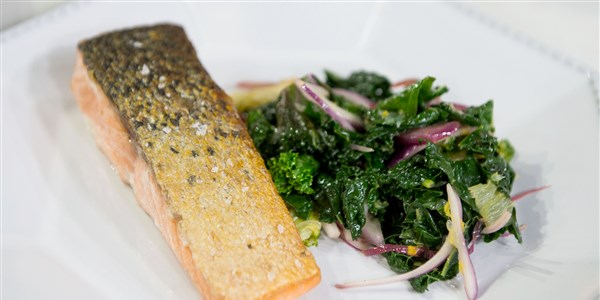 عموم محروق Salmon with Braised Kale