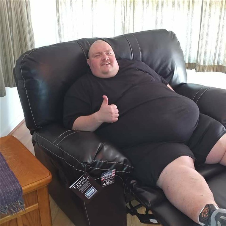 Když he was 578 pounds, Mike Powers couldn't tie his own shoes or walk for long without getting winded.