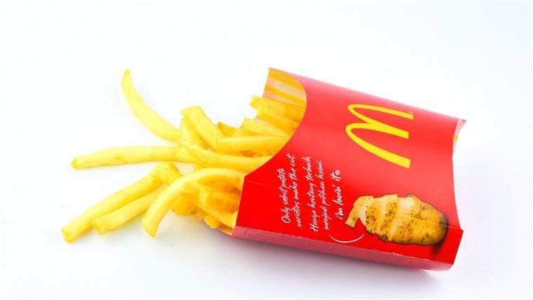 وجبة سعيدة صحية ماكدونالدز يقطع تشيز برجر من قائمة الاطفال