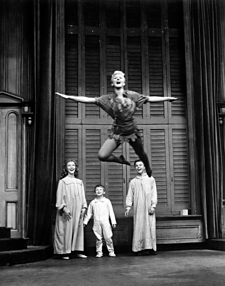 Mary Martin as Peter Pan, with the Darling children Maureen Bailey, Kent Fletcher and Joey Trent in a 1960 TV special.