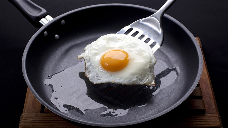 المقلية egg on a frying pan