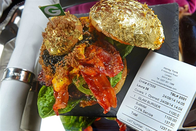 Groupon的 is working with one of its merchants, Honky Tonk restaurant, to create The World's Most Expensive Burger, the Glamburger.