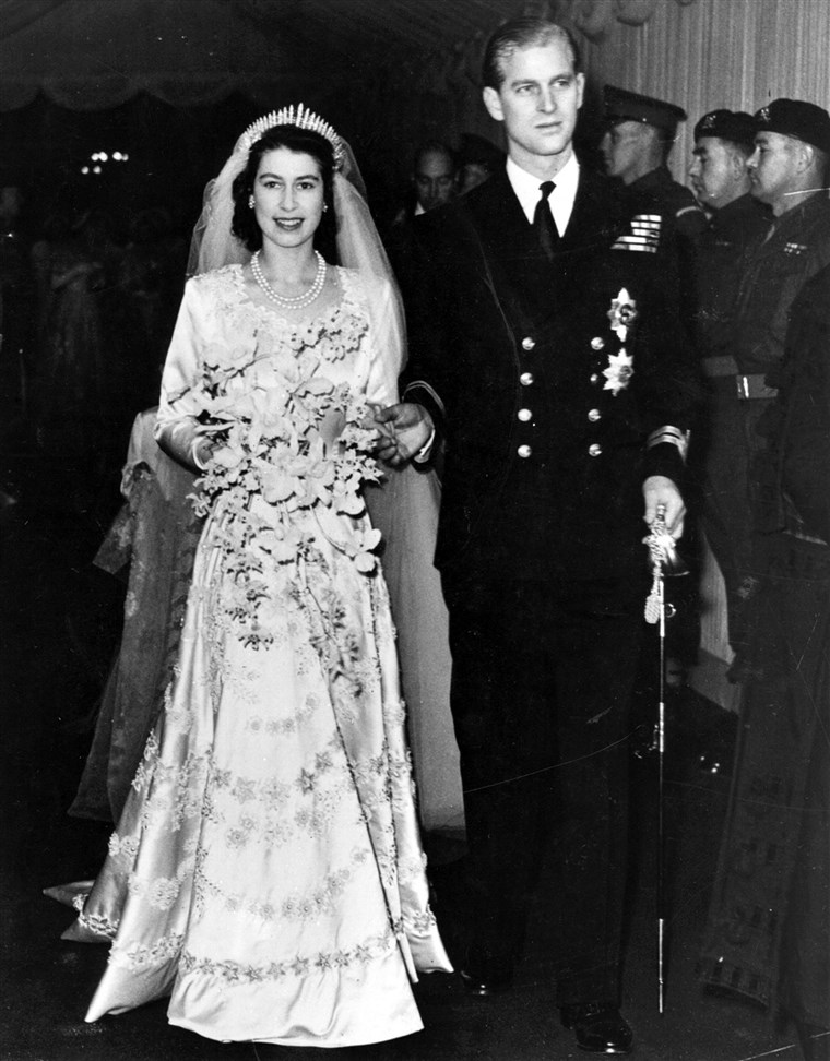 Prinzessin Elizabeth and Philip Mountbatten leaving Westminster Abbey on their wedding day in 1947.
