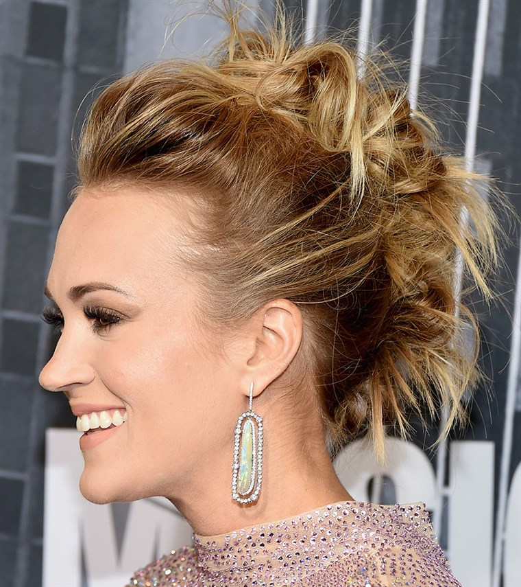 Кари Underwood updo hairstyle photo