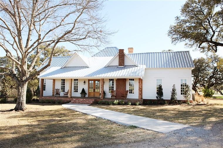 Chip and Joanna Gaines' Farmhouse Makeover