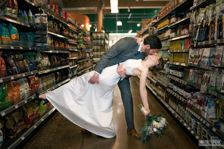 كنيسة صغيرة Hill Whole Foods hosts dream wedding.