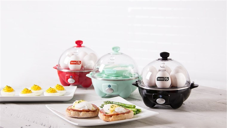 快速 Dash Egg Cookers With Deviled eggs