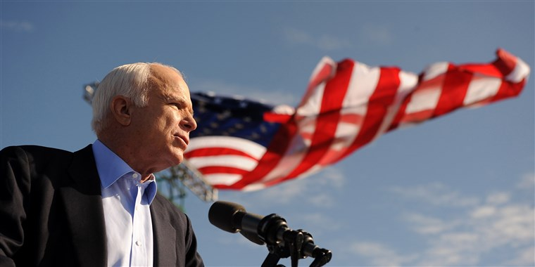 Obraz: McCain speaks at a campaign rally in 2008