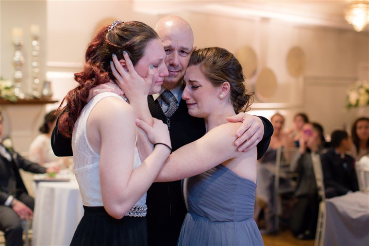 татко dying of cancer dances with his daughters at friends' wedding