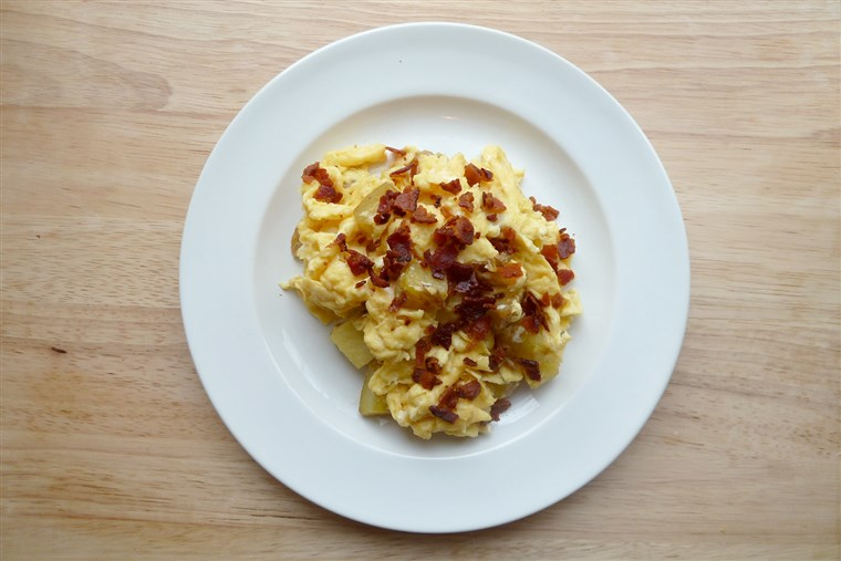 Durcheinander eggs with bacon and potato