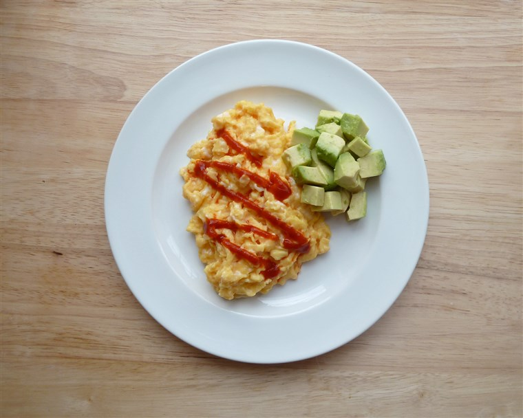 Durcheinander eggs with Sriracha and avocado