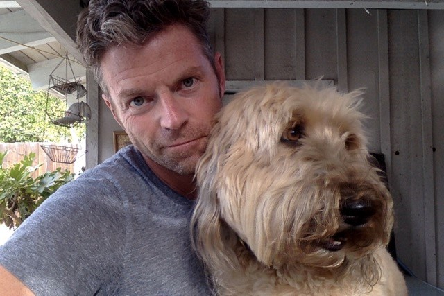 كاتب and TV personality Dave Holmes penned a moving Esquire essay about the life and death of his dog, Junior.
