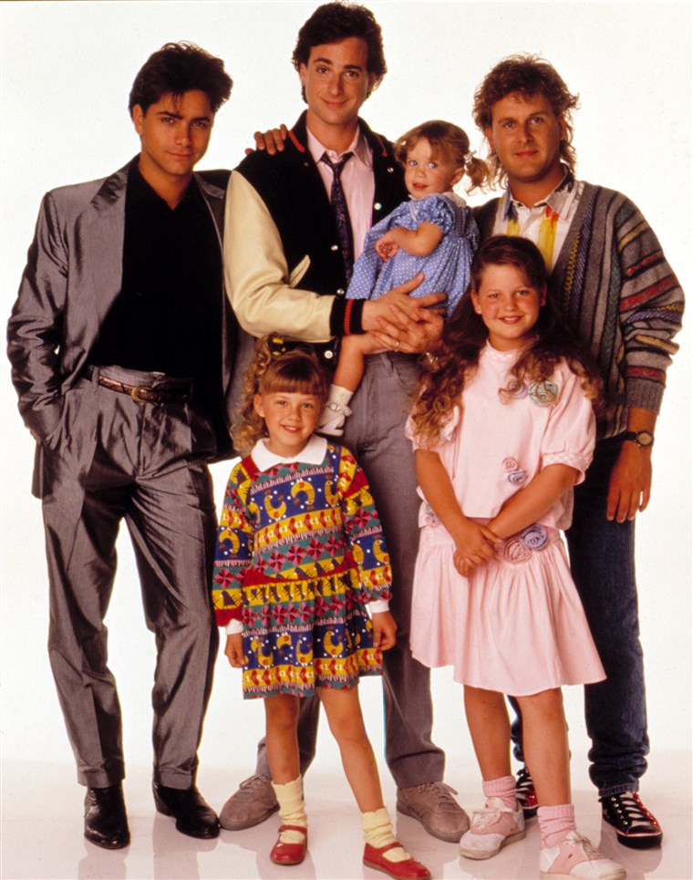 VOLL HOUSE, (Clockwise), John Stamos, Dave Coulier, Candace Cameron, Ashley Olsen, Jodie Sweetin, Bo