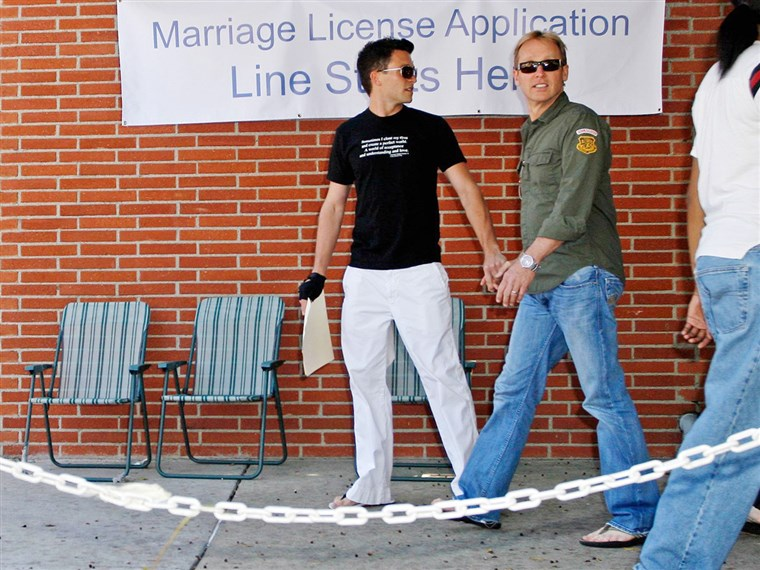 جايسون Dottley and his former husband Del Shores, pictured in 2008 when they obtained their marriage license.MAVRIXPHOTO.COM Exclusive!! Upcoming LOGO network series