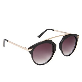 呼叫 It Spring sunglasses for an oval-shaped face