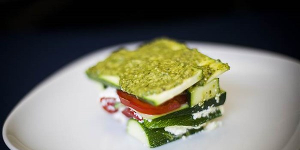 No-Кук Lasagna with Tomato, Basil Pesto and Zucchini