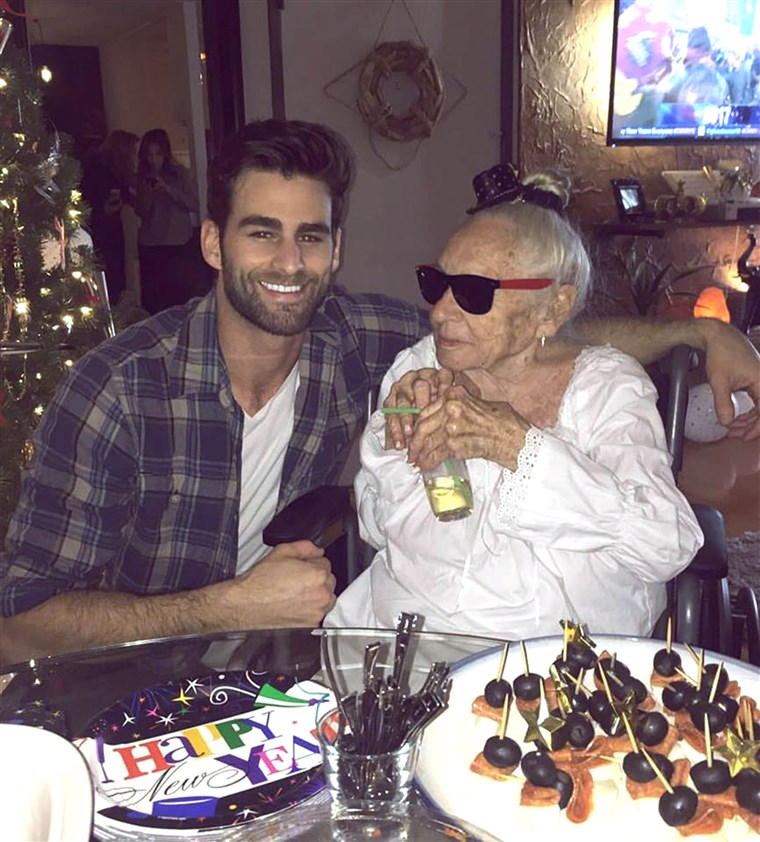 31-годишният Hollywood actor, Chris Salvatore, recently took in his 89-year-old neighbo,r Norma Cook, who has leukemia