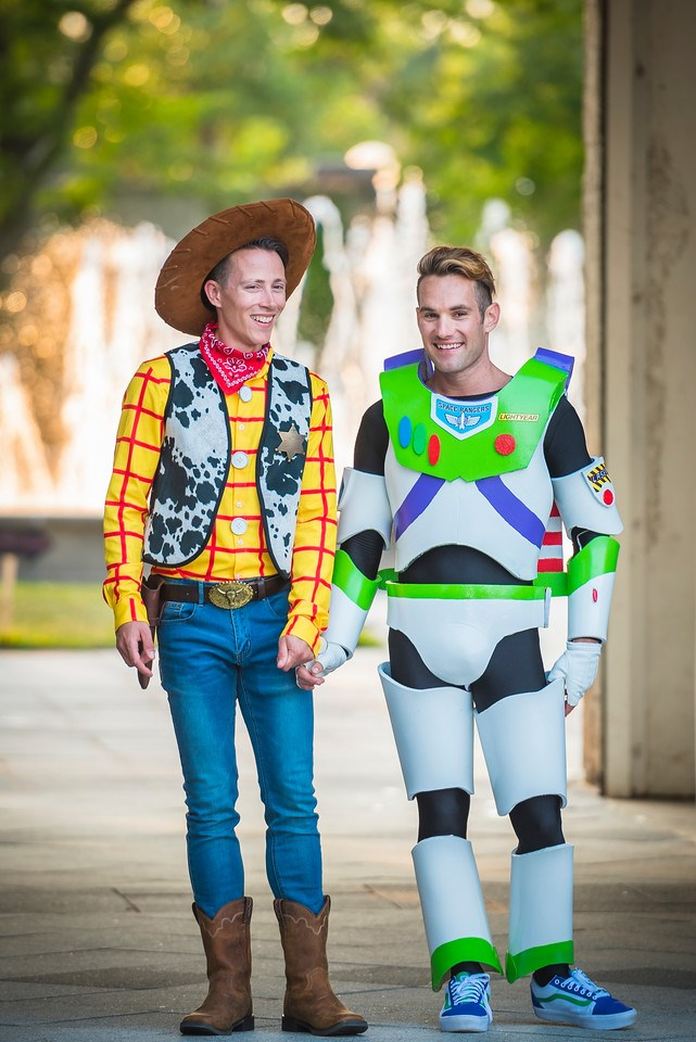 Джейсън Bitner and Garrett Smith channeled Woody and Buzz in costume ...