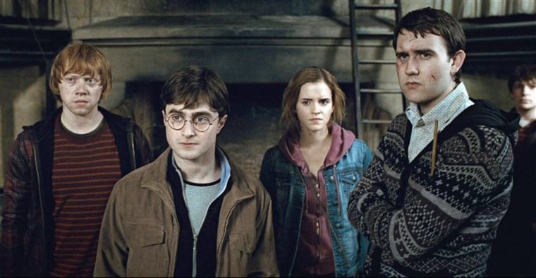 HARRY POTTER AND THE DEATHLY HALLOWS: PART 2, from left: Rupert Grint, Daniel Radcliffe, Emma Watson