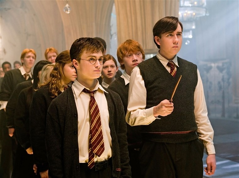 HARRY POTTER AND THE ORDER OF THE PHOENIX, Emma Watson (back, left), Daniel Radcliffe (front left),