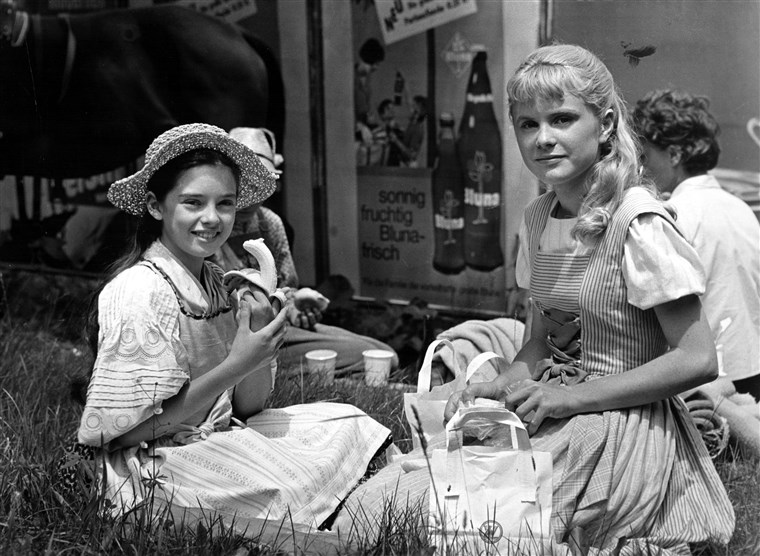 THE SOUND OF MUSIC, Angela Cartwright, Heather Menzies having lunch on set 1965