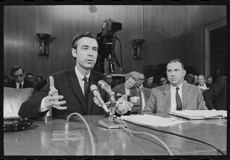 Фред Rogers testifying before the United States Senate