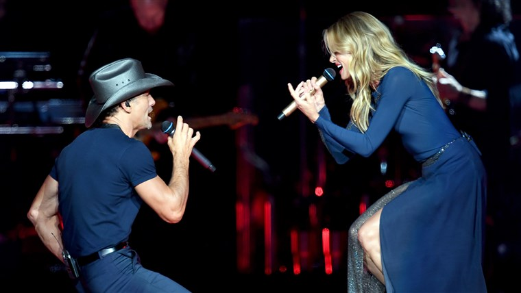 Тим McGraw And Faith Hill Perform At Staples Center