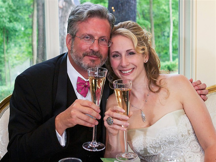 Bild: Dr. William and Christine Petit at a reception in Simsbury, Conn., after their wedding in West Hartford, Conn., on Aug. 5, 2012.