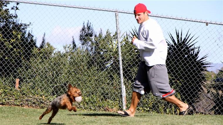 缺口 Lachey plays outside with his dog, Wookie.