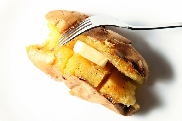 烘烤的 sweet potato, baked sweet potato with butter, whole baked sweet potato