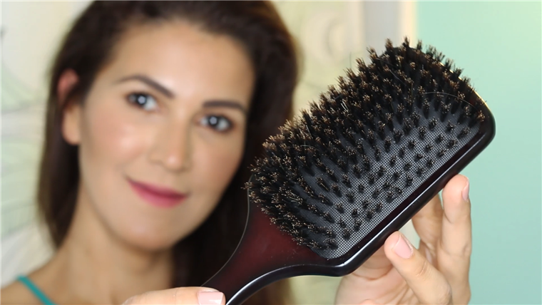 Kanec bristle paddle brushes redistribute the scalp's natural oil throughout your strands.