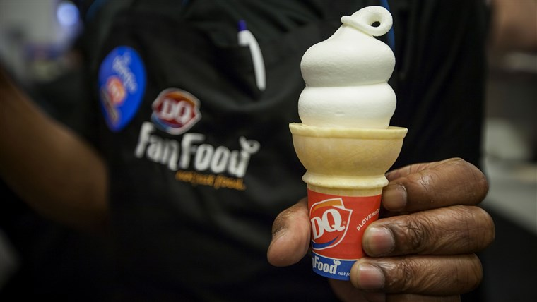 Вътре Manhattan's First Dairy Queen Location Ahead of the Grand Opening