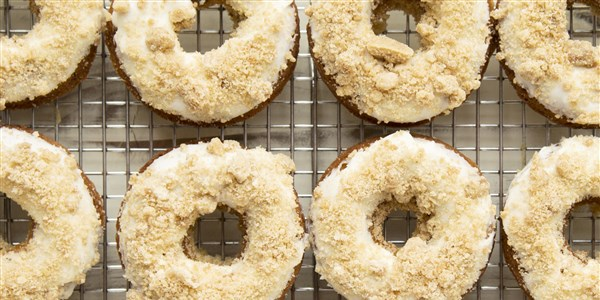 Gebacken Brown-Butter Banana Bread Doughnuts