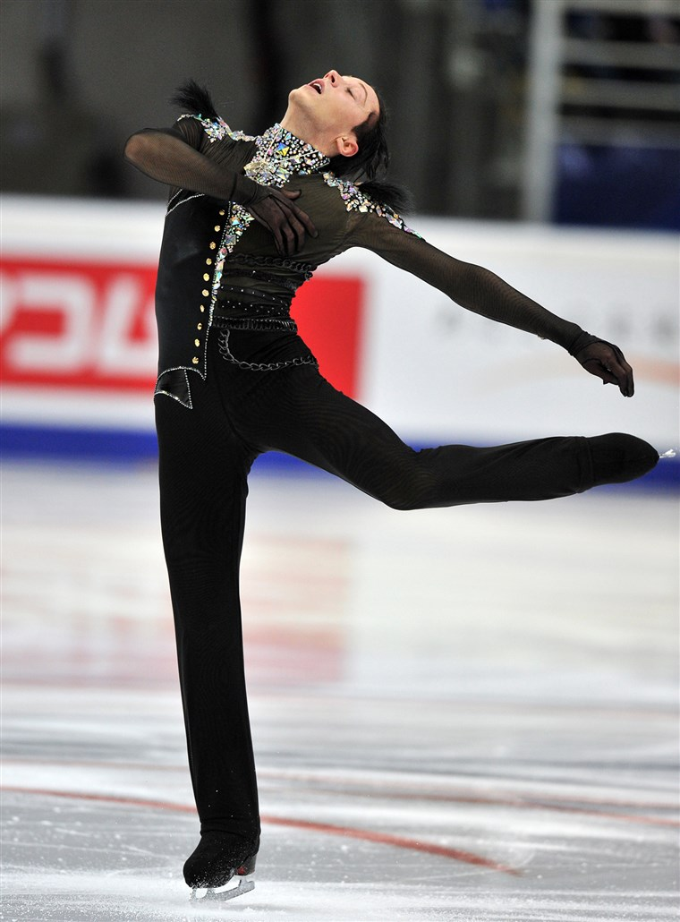 سد performs on November 9, 2012 during the men's short program of the Russia's Cup at the Megasport arena in Moscow.