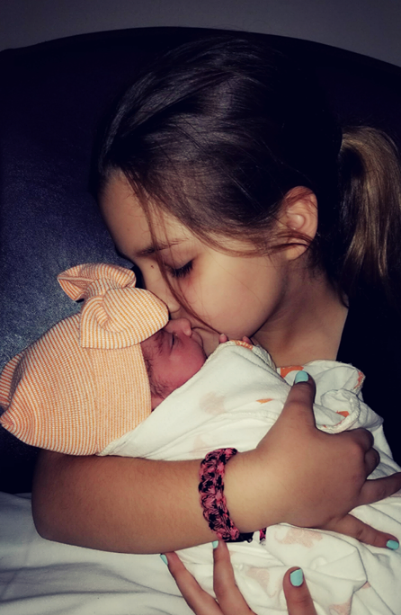 Brooke with her sister, Summer, born in January 2018.