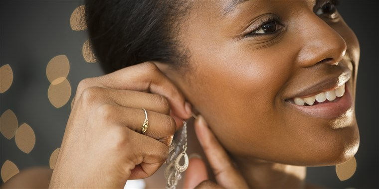 هناك are a number of ways to treat an earring hole infection.